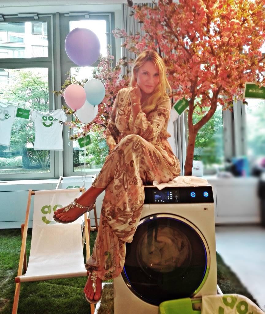 hilfe meine waschmaschine ist ein sockenmonster. Black Bedroom Furniture Sets. Home Design Ideas